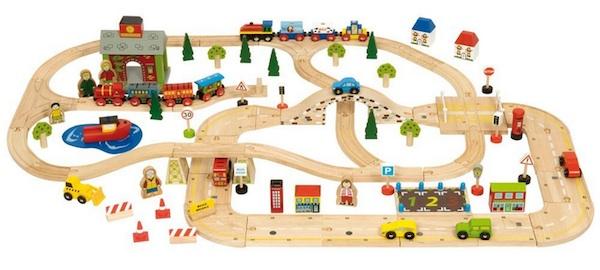 Un alucinante circuito de trenes de madera